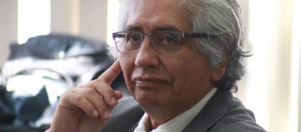 Phd. Carlos Castillo Chávez minutos antes de iniciar su ponencia. El profesor de la Universidad de Arizona fue el encargado de inaugurar las ponencias.