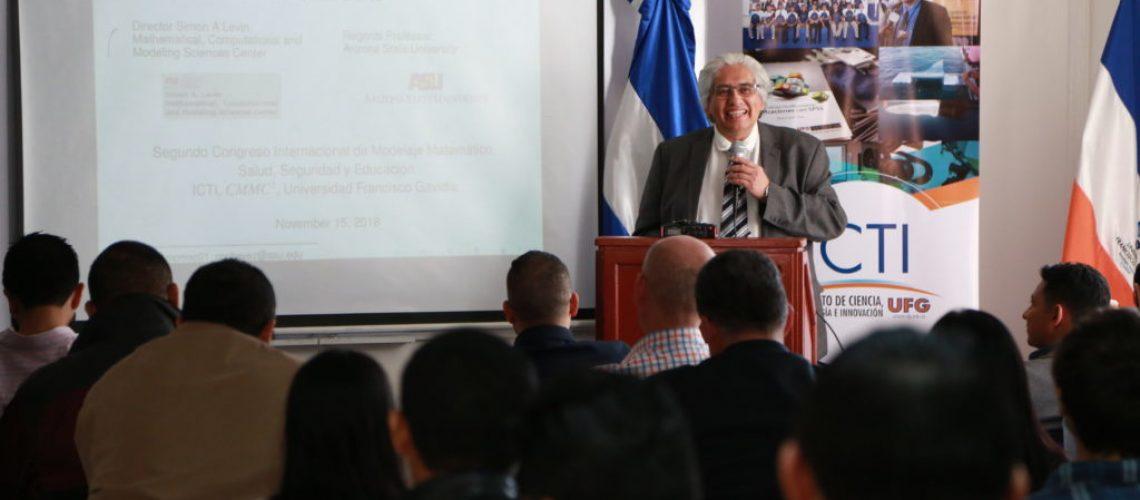 El Phd. Carlos Castillo Chávez habló de la aplicación de las matemáticas en las ciencias sociales y en la cotidianidad de las personas.